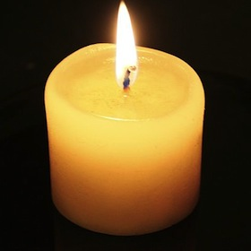 479px-Candle-flame-and-reflection