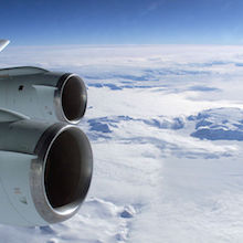 NASA.800px-View_over_an_DC-8_wing_with_CFM-56_engines_to_antarctica
